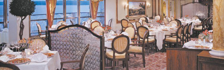 Restaurant du bateau de croisière Norwegian Spirit