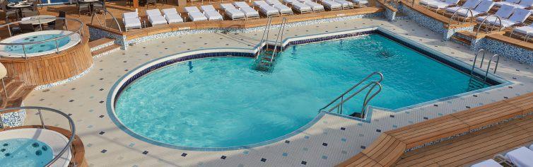 Piscine du bateau de croisière Seven Seas Voyager