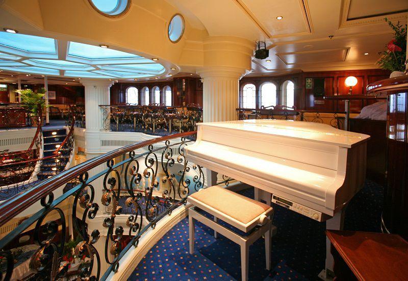 La détente est au rendez-vous à bord du bateau de croisière Royal Clipper