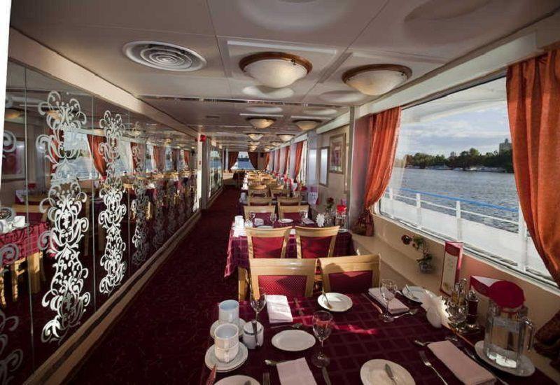 Restaurant à bord du Ms Lev Tolstoï