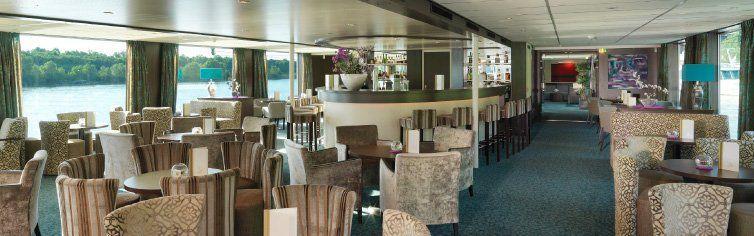 Bar du bateau de croisière Amadeus Royal