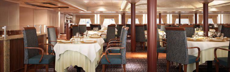 Restaurant du bateau de croisière Silver Cloud Expedition