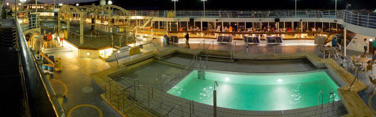 Piscine du bateau de croisière Celestyal Olympia
