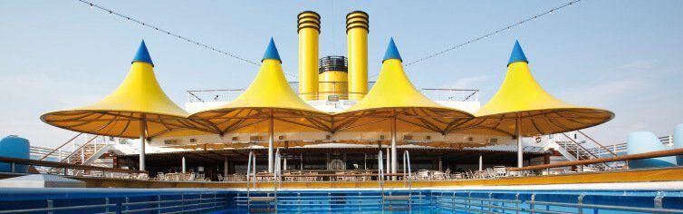 Piscine du bateau de croisière Costa Luminosa