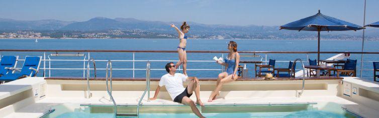 Piscine du bateau de croisière Club Med 2