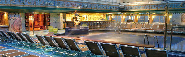 Piscine du bateau de croisière Costa Fortuna