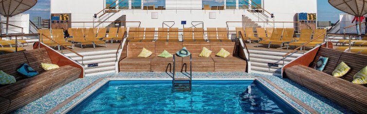 Piscine du bateau de croisière Costa NeoRomantica
