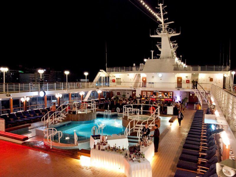 Buffet de nuit à bord du bateau de croisière Azamara Quest