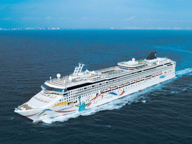 Photo aérienne du bateau de croisière Norwegian Dawn