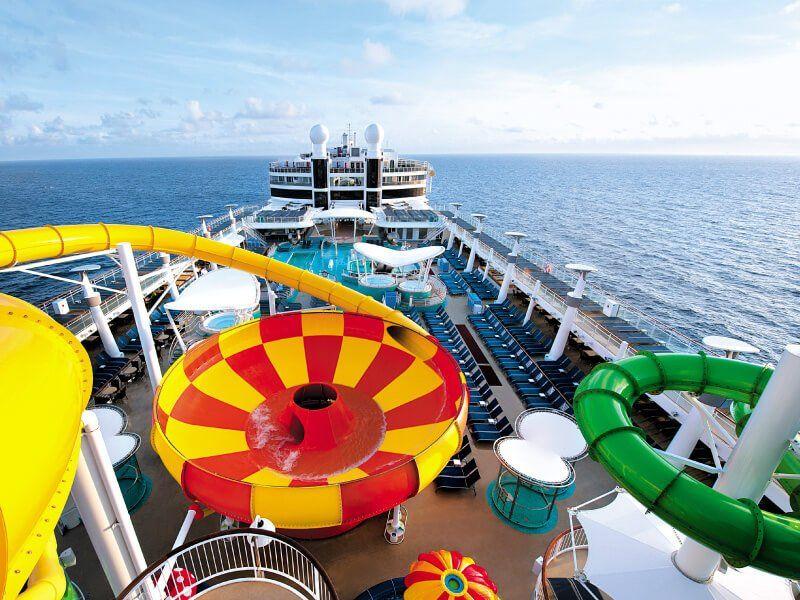 La piscine du bateau de croisière Norwegian Epic
