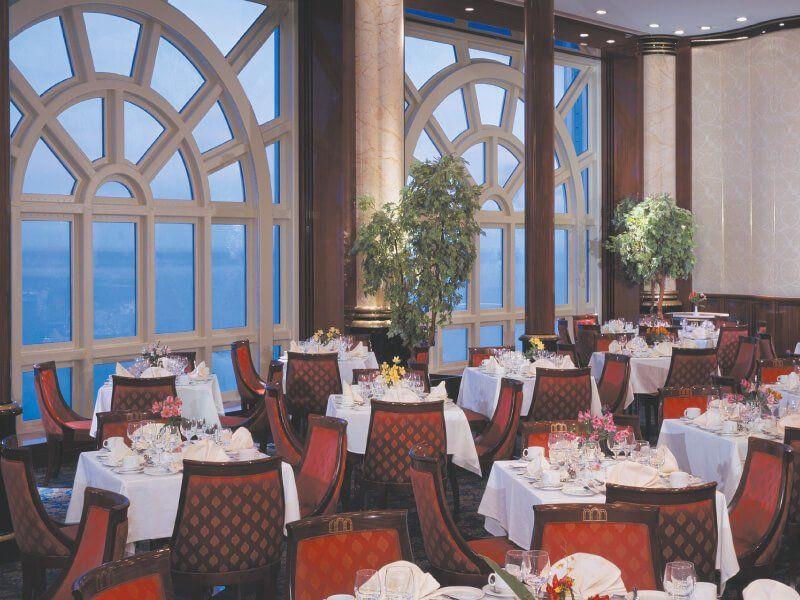 Restaurant vue mer du bateau de croisière Norwegian Spirit