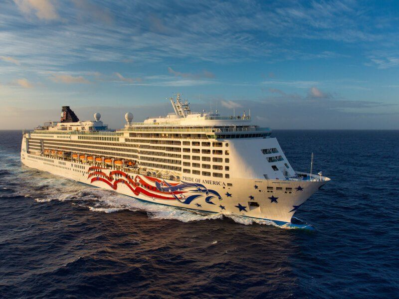 Vue aérienne du bateau de croisière Pride of America
