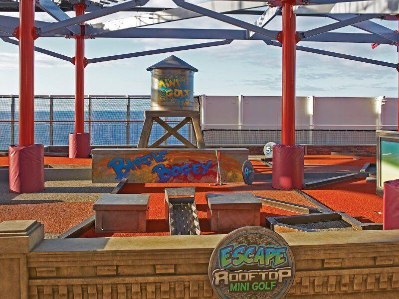 Jouez au Mini Golf à bord du bateau de croisière Norwegian Escape