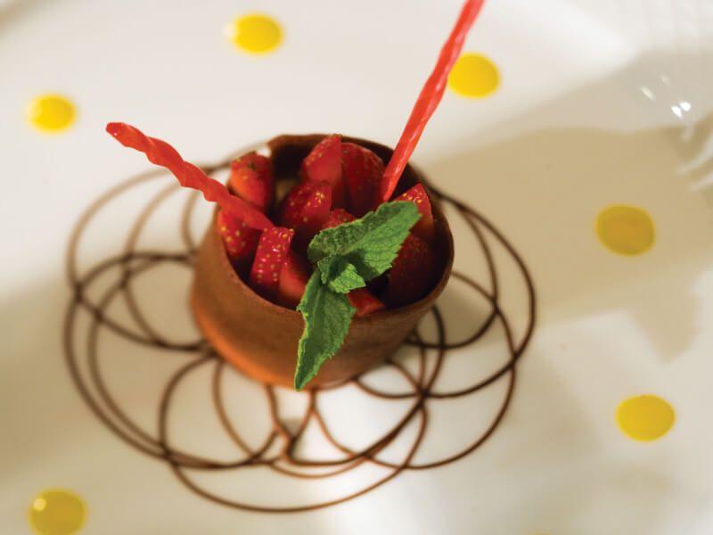 Dessert gastronomique à déguster à bord du bateau de croisière Seven Seas Navigator