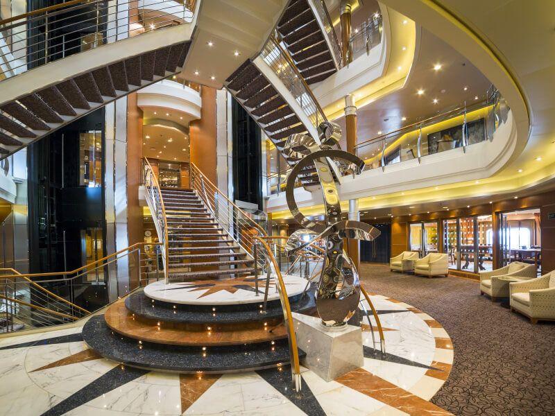 Atrium du bateau de croisière Seven Seas Voyager
