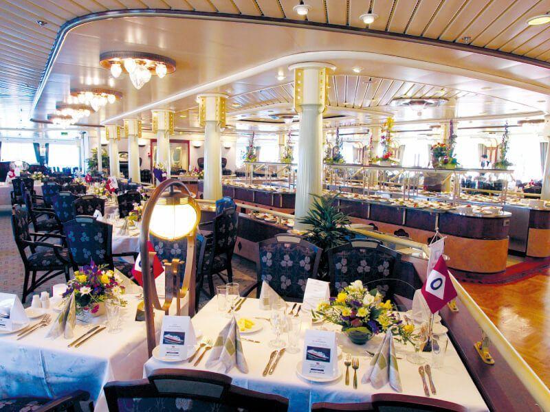 Salle de restaurant du bateau de croisière MS Finnmarken