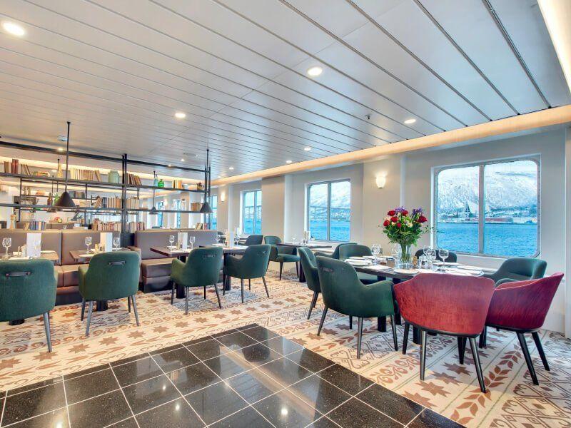 Salle de restaurant du bateau de croisière MS Kong-Harald
