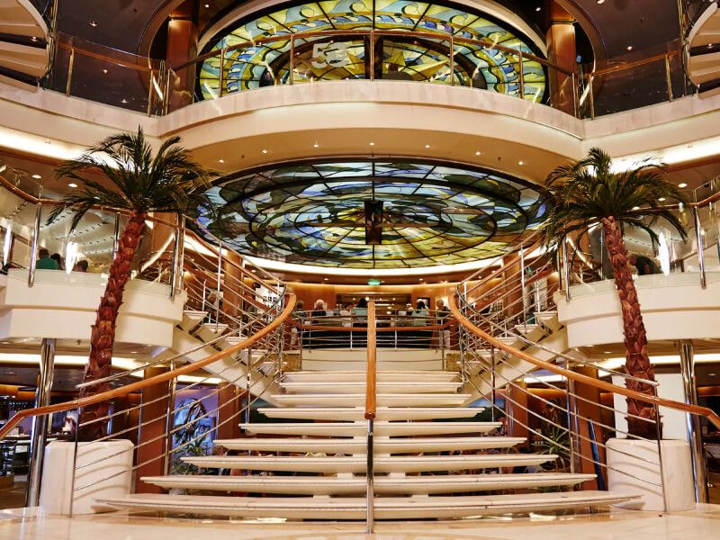 Grand Atrium du bateau de croisière Island Princess