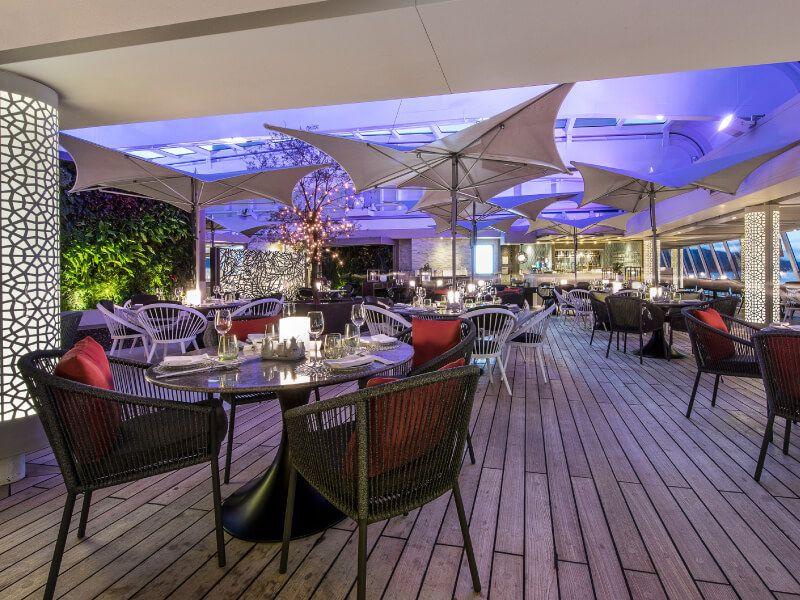 Salon bar du bateau de croisière Crystal Serenity
