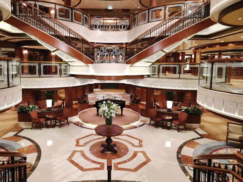 Lobby du bateau de croisière Queen Victoria