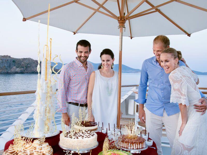 Dégustation de gâteaux à bord du bateau de croisière SeaDream I
