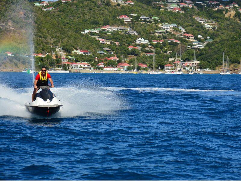 faire du Jetski une activité du bateau de croisière SeaDream I