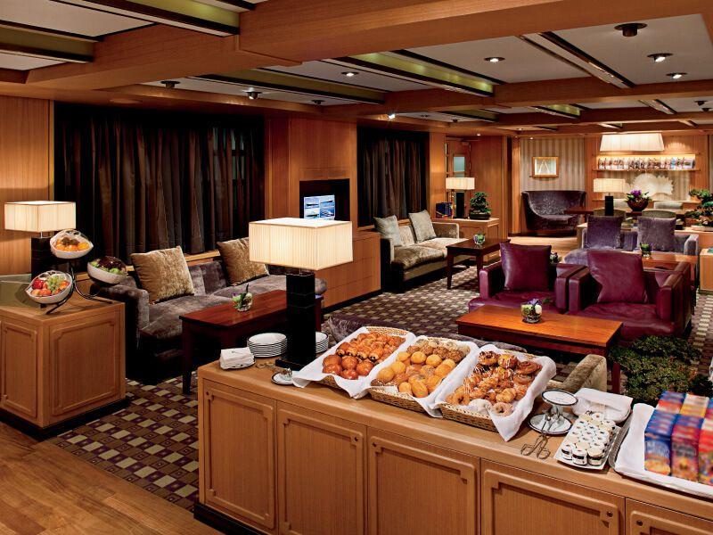 Petit déjeuner à bord du bateau de croisière MS Nieuw Amsterdam