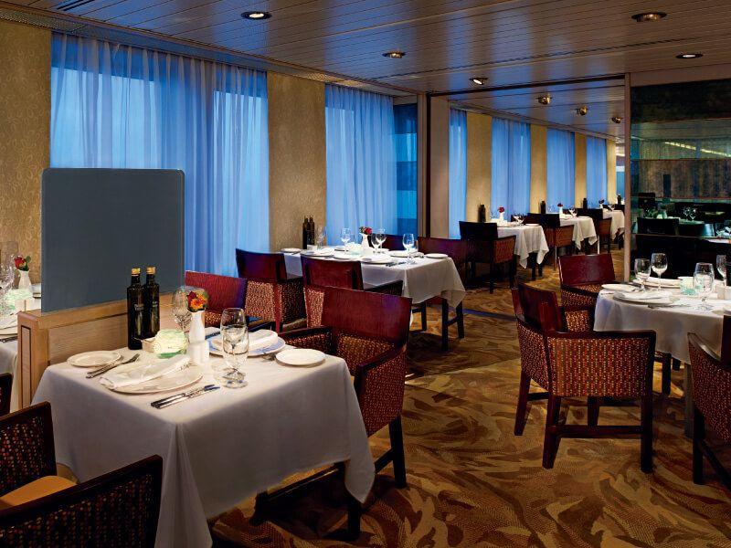 Salle de restaurant du bateau de croisière MS Volendam