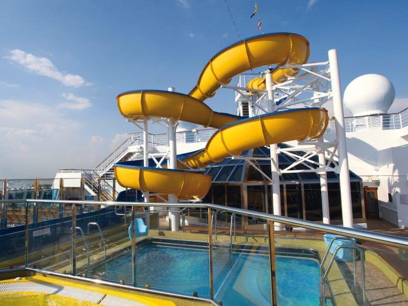 Toboggan de la piscine du bateau de croisière Costa Fascinosa