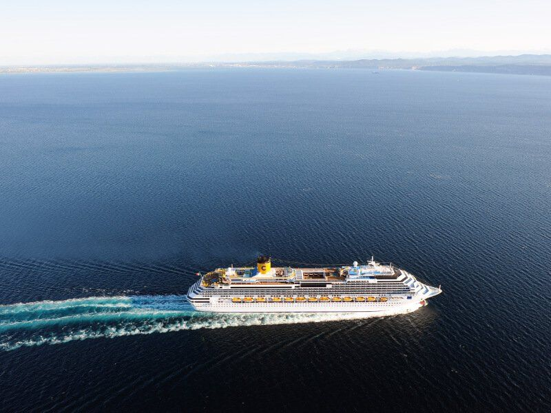 Prise aérienne du bateau Costa Favolosa lors d'une traversée