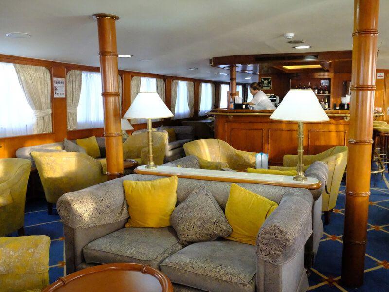 Lounge du bateau de croisière M Y Callisto