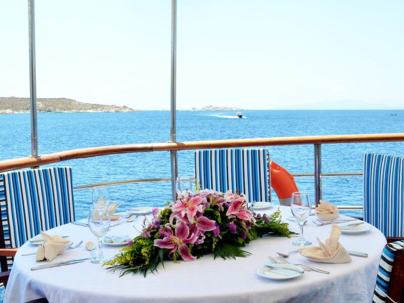 Restaurant du bateau de croisière M Y Callisto