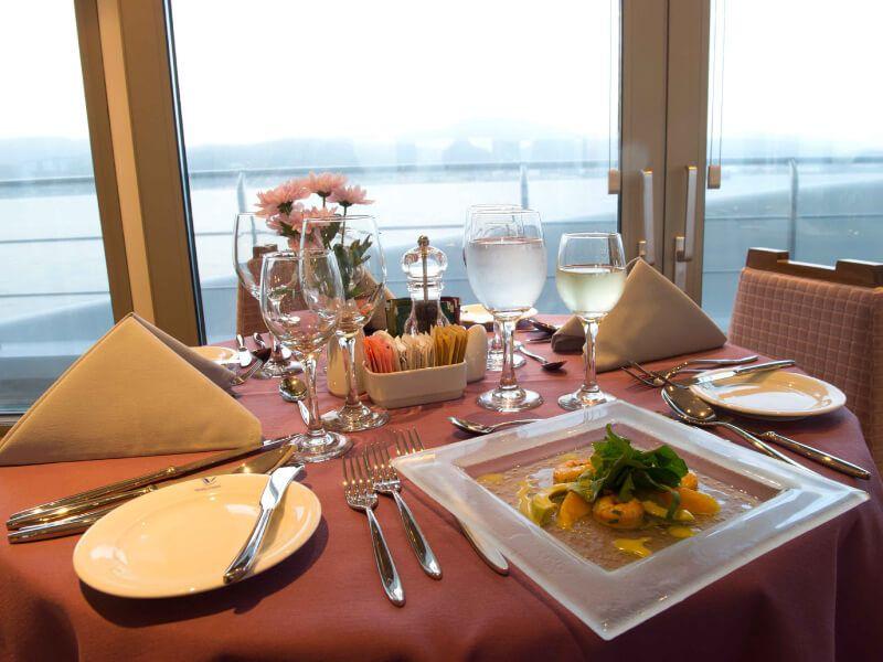 Restaurant du bateau de croisière M Y Variety Voyager