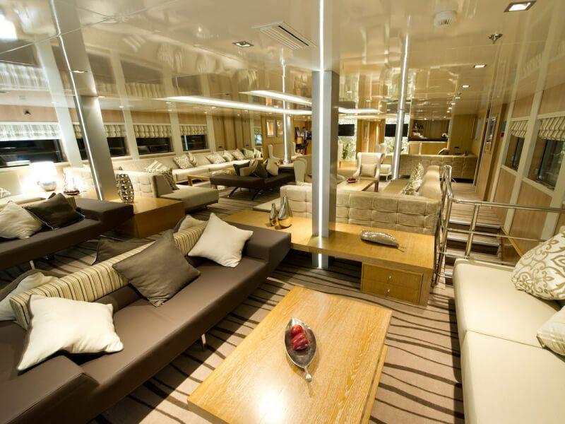 Salon bar du bateau de croisière M Y Variety Voyager