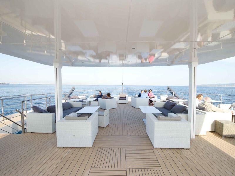 Terrasse du bateau de croisière M Y Variety Voyager