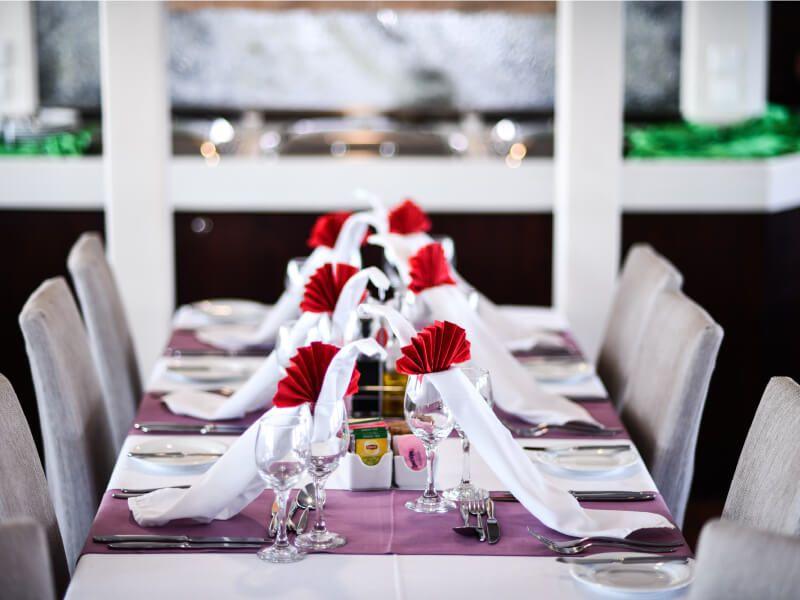 Restaurant du bateau de croisière M Y Harmony V