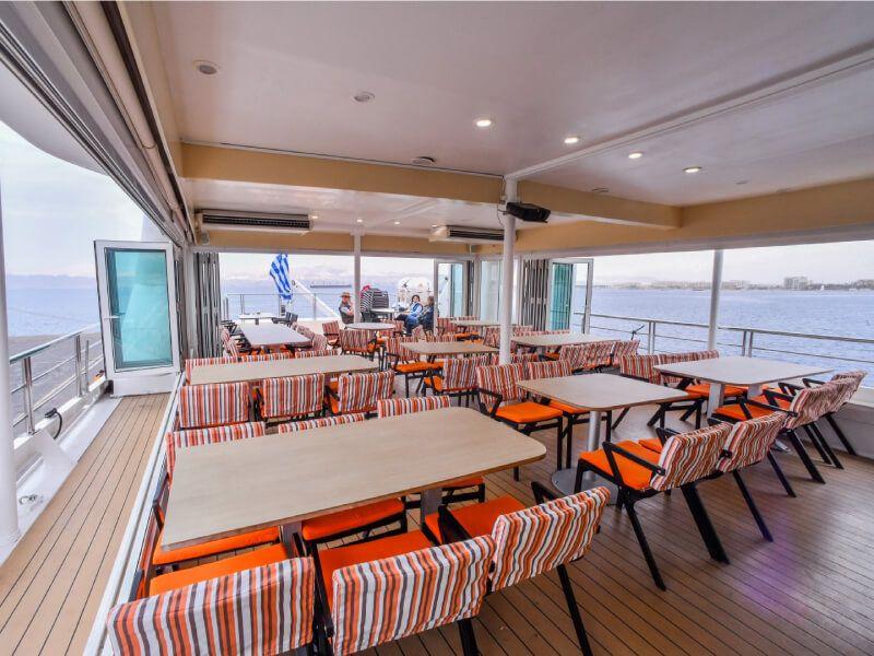Terrasse Café du bateau de croisière M Y Harmony V