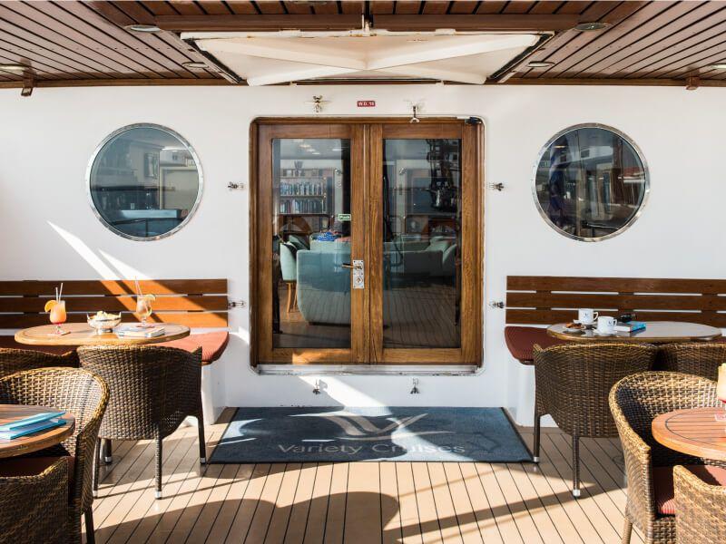 Terrasse Café du bateau de croisière M S Panorama II