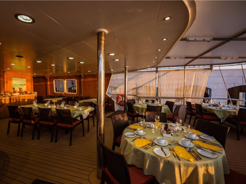 Restaurant du bateau de croisière M S Panorama II