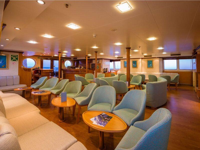 Salon bar du bateau de croisière M S Panorama II