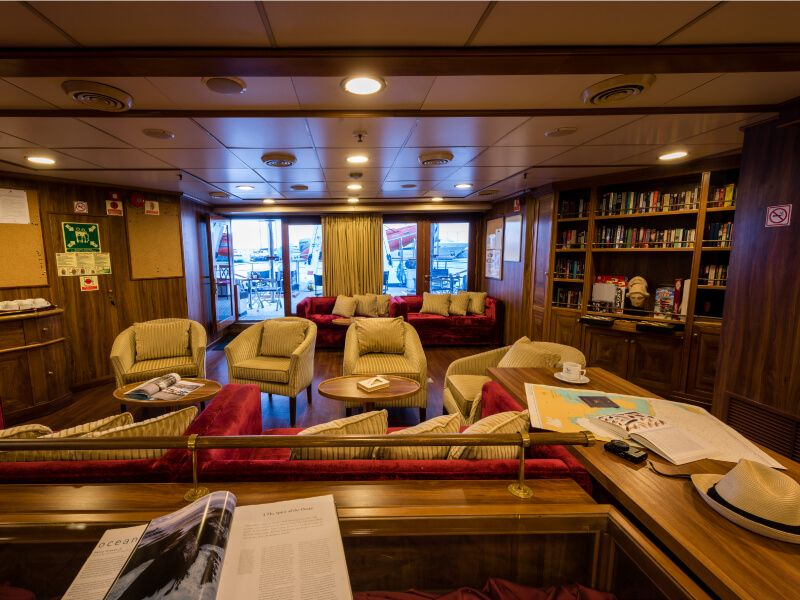 Bibliothèque  du bateau de croisière M S Panorama