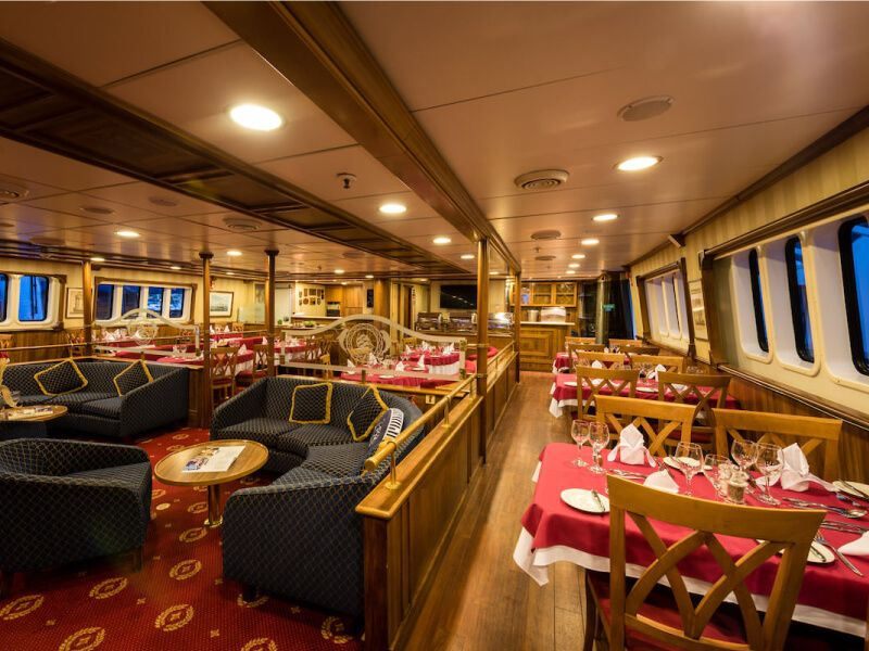 Restaurant du bateau de croisière M S Panorama