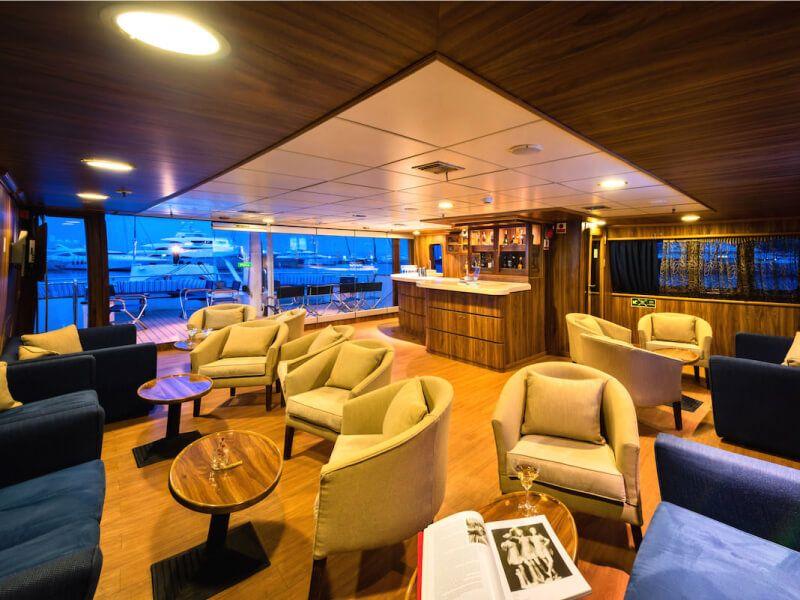 Salon bar du bateau de croisière M S Panorama