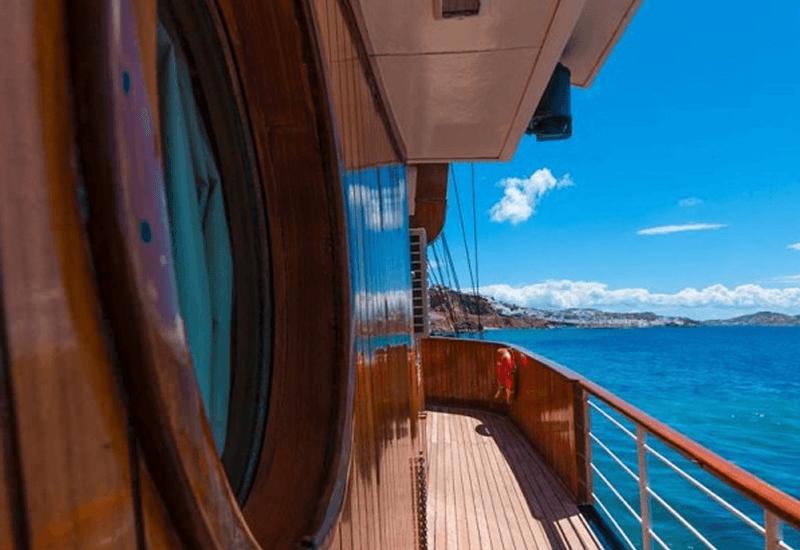 Bateau en mer Galileo Variety Cruises