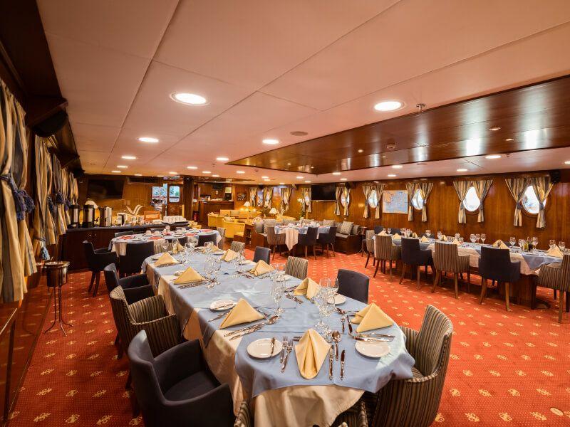 Restaurant du bateau de croisière M S Galileo