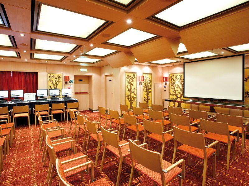 Salle de conférence du bateau de croisière Costa Deliziosa