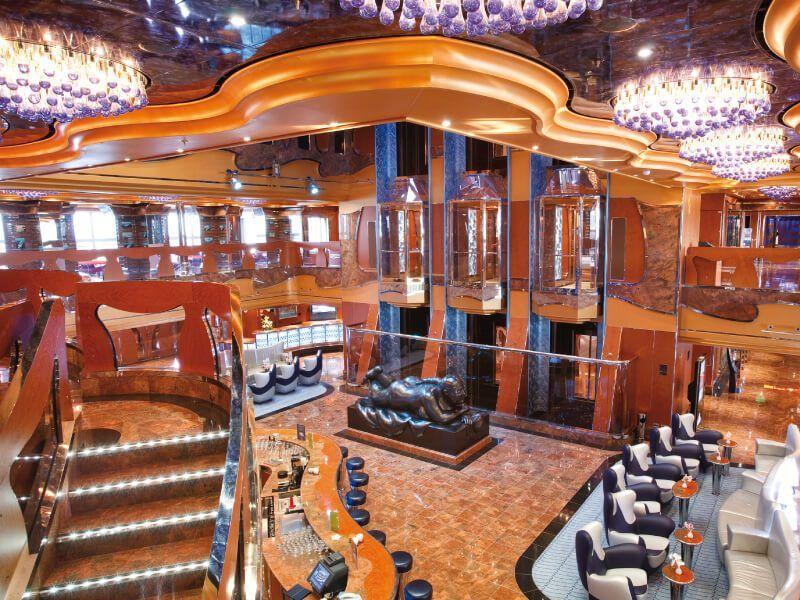 Hall du bateau de croisière Costa Luminosa