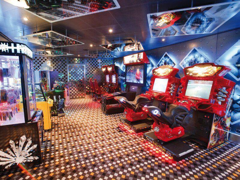Salle de jeux vidéo à bord du Costa Luminosa