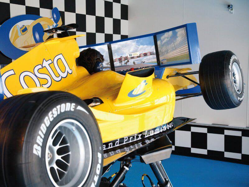 Simulateur de Formule 1 du bateau de croisière Costa Luminosa