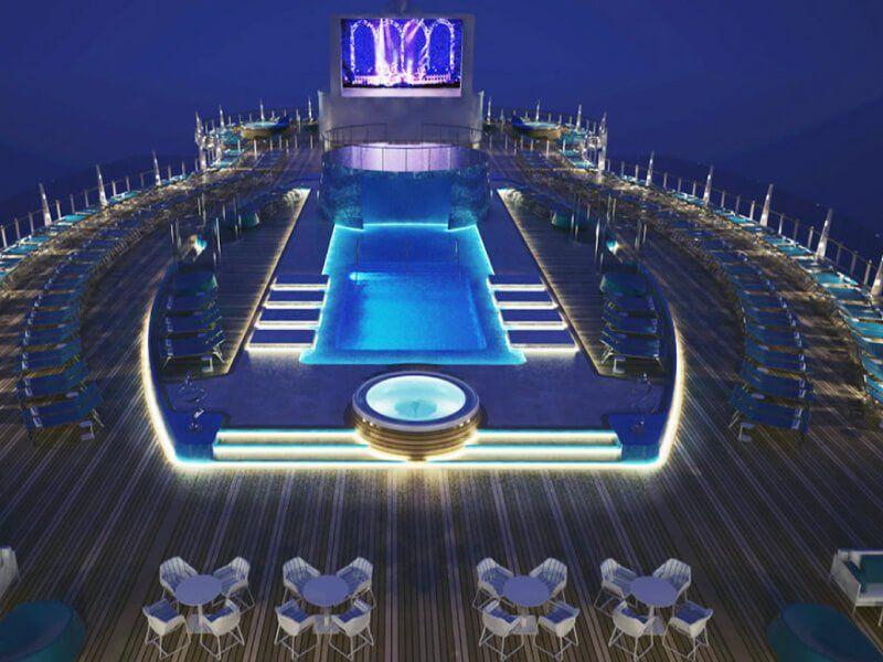 Photo prise la nuit de la piscine du bateau de croisière MSC Seaview